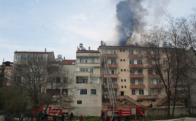 vezirköprüde çatı yangını korkuttu