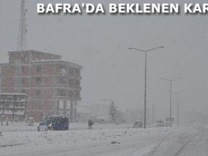 BAFRA'DA BEKLENEN KAR GELDİ